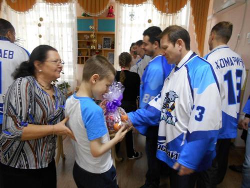 Поздравление с Новым 2019 Годом / В гостях у «Новороссийского краевого комплексного центра реабилитации детей и подростков с ограниченными возможностями»